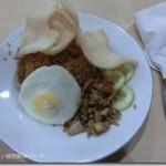 ジャワ島スカルノハッタ国際空港で食べるナシゴレン