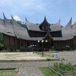 ミナンカバウ族の伝統建築ルマガダン